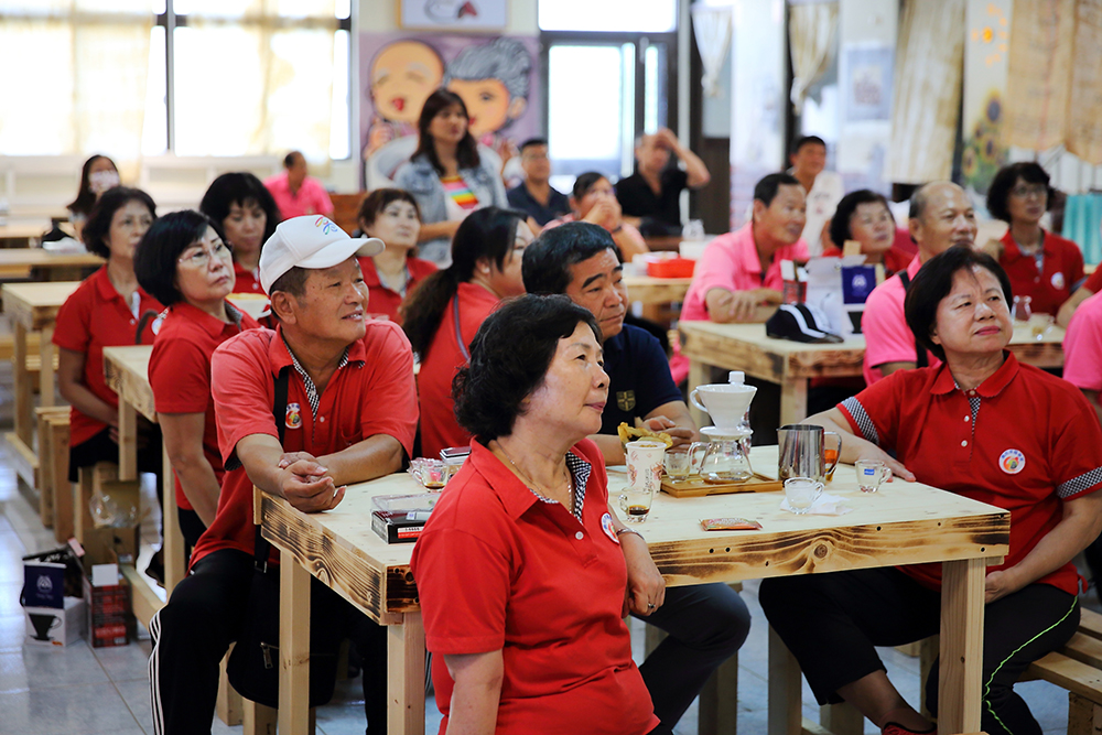 自從社區有了阿嬤咖啡館,替社區增添熱鬧氣息,不只帶來客人,也促進不同社區的交流觀摩。(攝影/Carter)