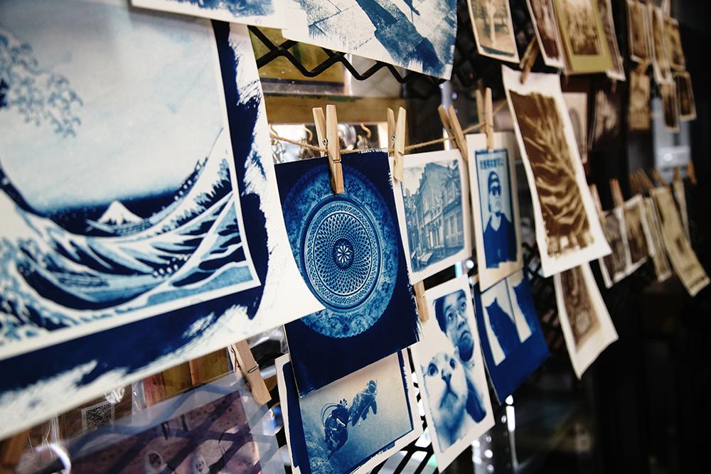 古典印相法又分為藍曬法、凡戴克棕法和鹽印法,根據使用的藥劑呈現出不同影像效果。(攝影/曾信耀)