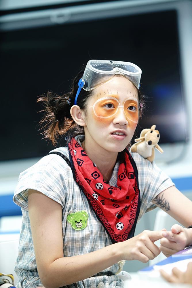 劇場演員周韋廷說,透過紅鼻子醫生「阿嗚」這個角色,我可以用我的專業為社會奉獻一些心力。(攝影/曾信耀)