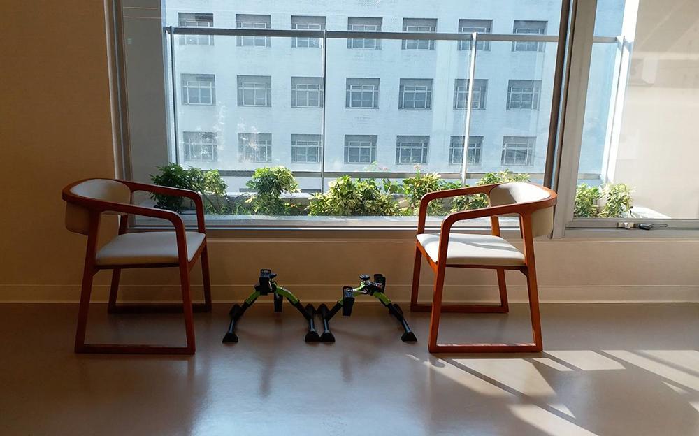 7樓精神護理之家-綠園,公共社交空間,採柔和色調設計,讓住民有家的溫馨感。(圖片提供/高雄市立凱旋醫院)