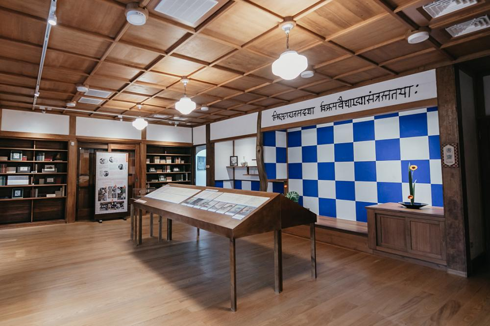 書齋壁面藍白交錯的「市松紋」圖樣,十分具有特色。(攝影/蔡嘉瑋)