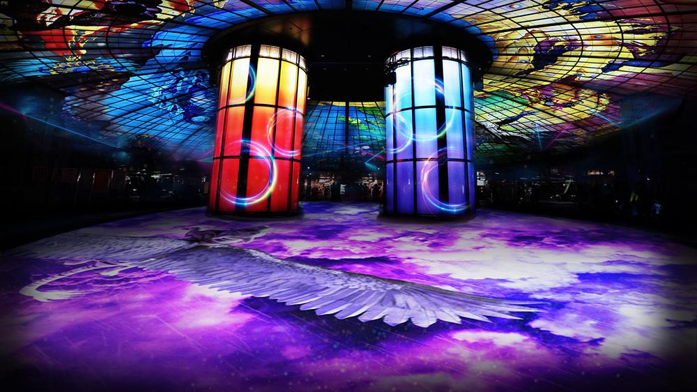 高雄市府打造全國首創「鳳翼天翔」體感互動車站(美麗島捷運站)。(圖片提供/高雄市政府經濟發展局)