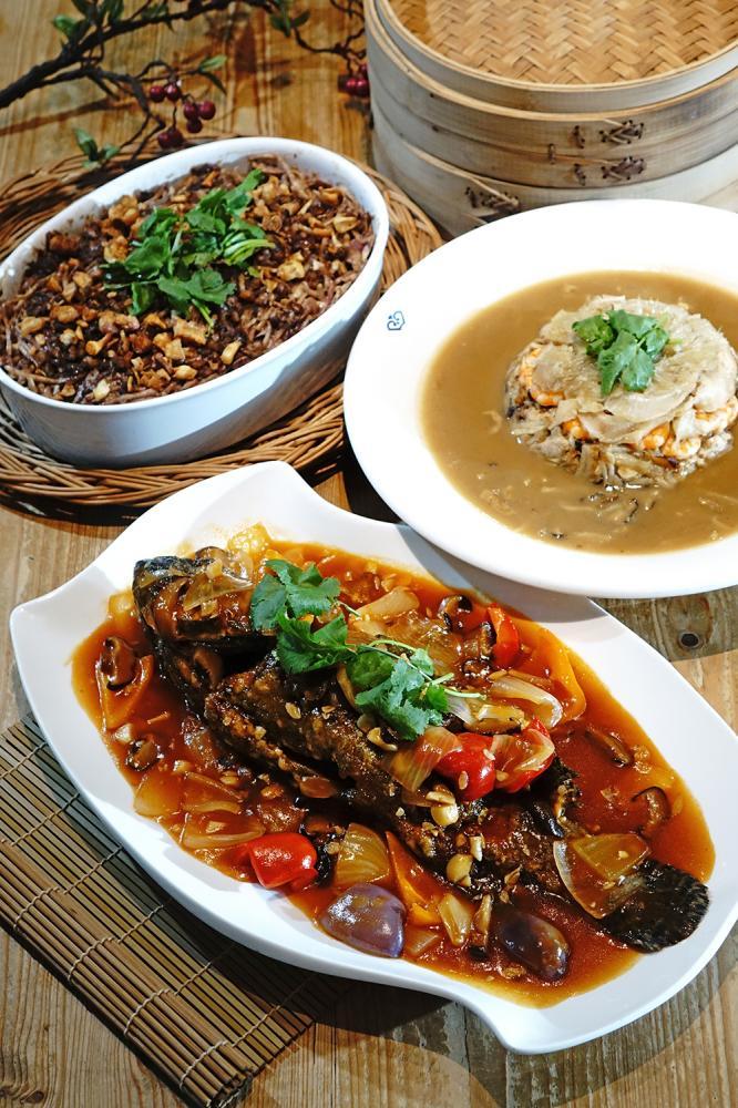 糖醋龍虎斑除了品嘗阿義師拿手的糖醋醬汁,首度使用「魚社長」的龍虎石斑魚更是頂級食材。(攝影/曾信耀)