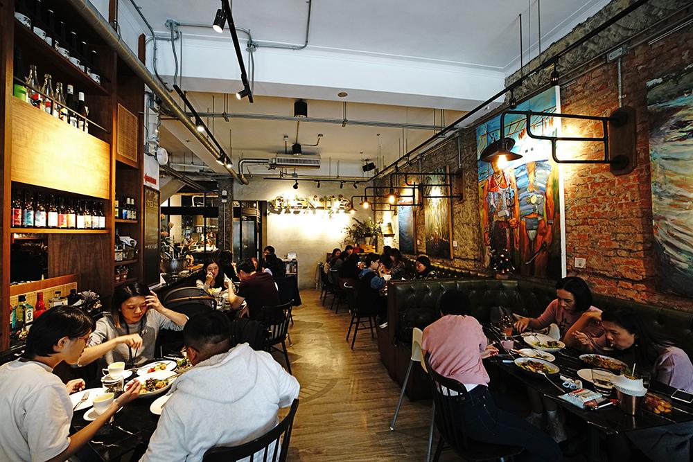挑食餐酒館氣氛優雅,令人享受回到家的隨性輕鬆。 (攝影/曾信耀)