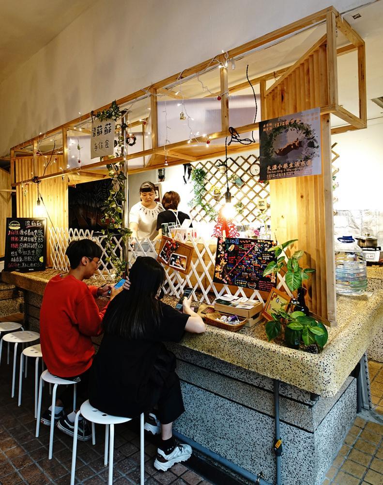 梁蘇蘇手作食座落鹽埕第一公有市場內,是今年「埕市再生–青銀共市」進駐計畫的新攤位。(攝影/曾信耀)