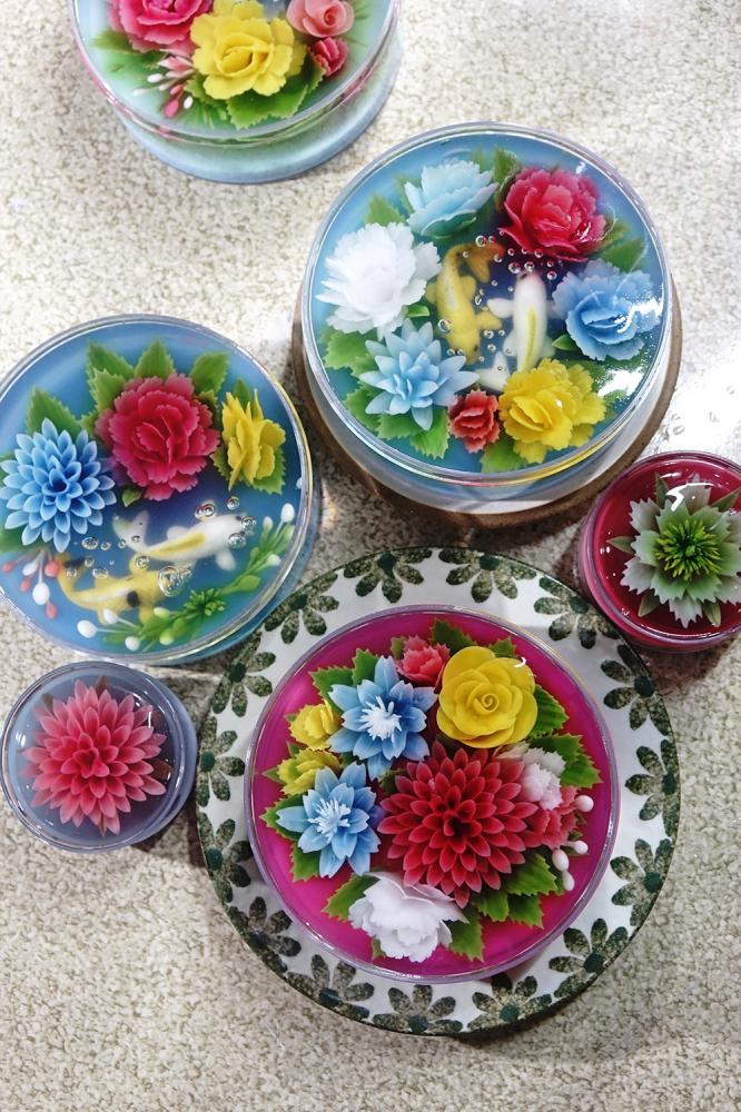 五顏六色都是大自然的恩惠,採用天然食材萃取出的顏色,才能夠雕琢出每一朵栩栩如生的果凍花。(攝影/曾信耀)