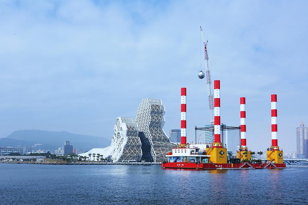 宏禹一號承載力極強,曾是支援南方澳大橋得以順利拆除的重要關鍵。(攝影/Carter)