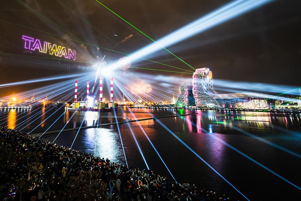 高雄流行音樂中心跨百光年定目秀。(攝影/黃碩偉)