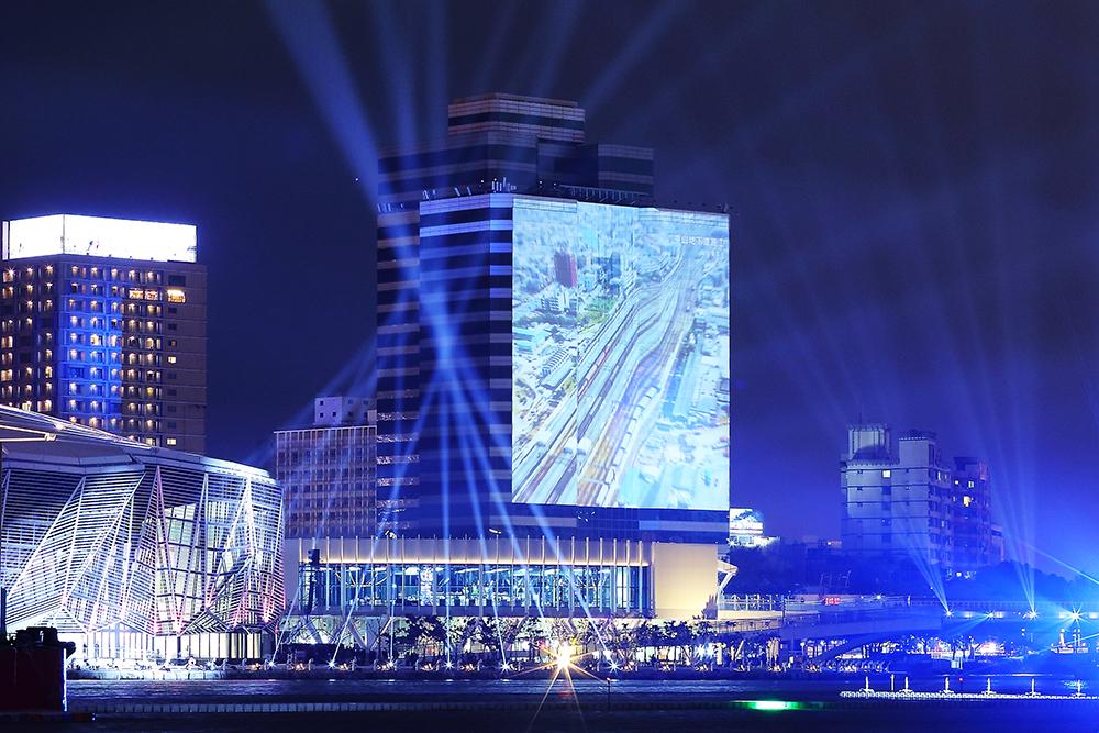 大元國際大樓百年視窗投影。(攝影/Carter)