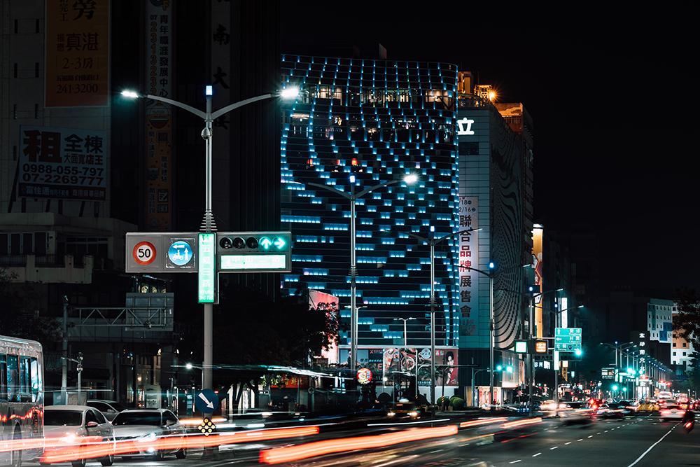 高雄市政府在市區首推智能路。(攝影/陳建豪)