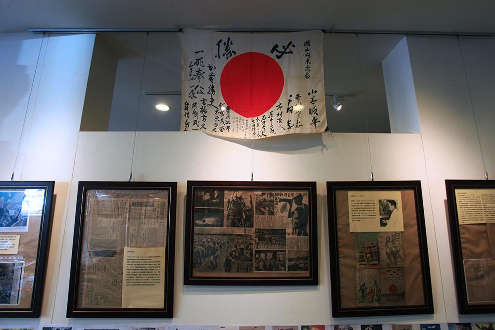 文史類展覽由文物收藏家的大哥負責。(攝影/曾信耀)