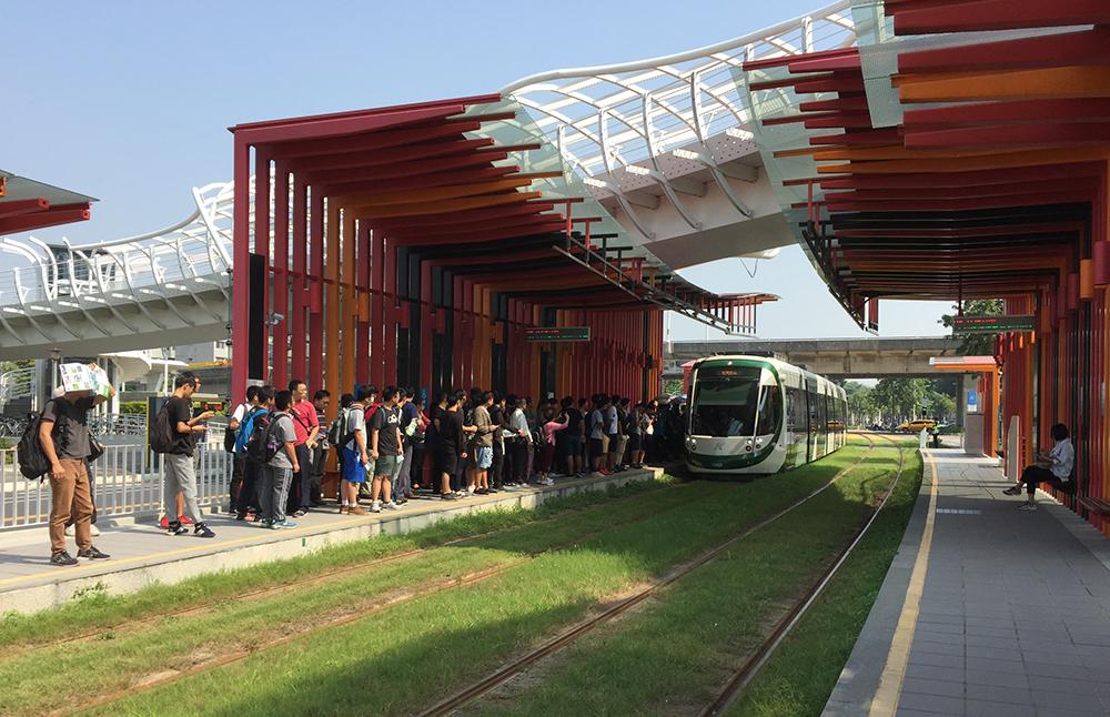 前鎮之星站的彩色貨櫃屋式設計是打卡熱點。(圖片提供/高雄市政府捷運工程局)