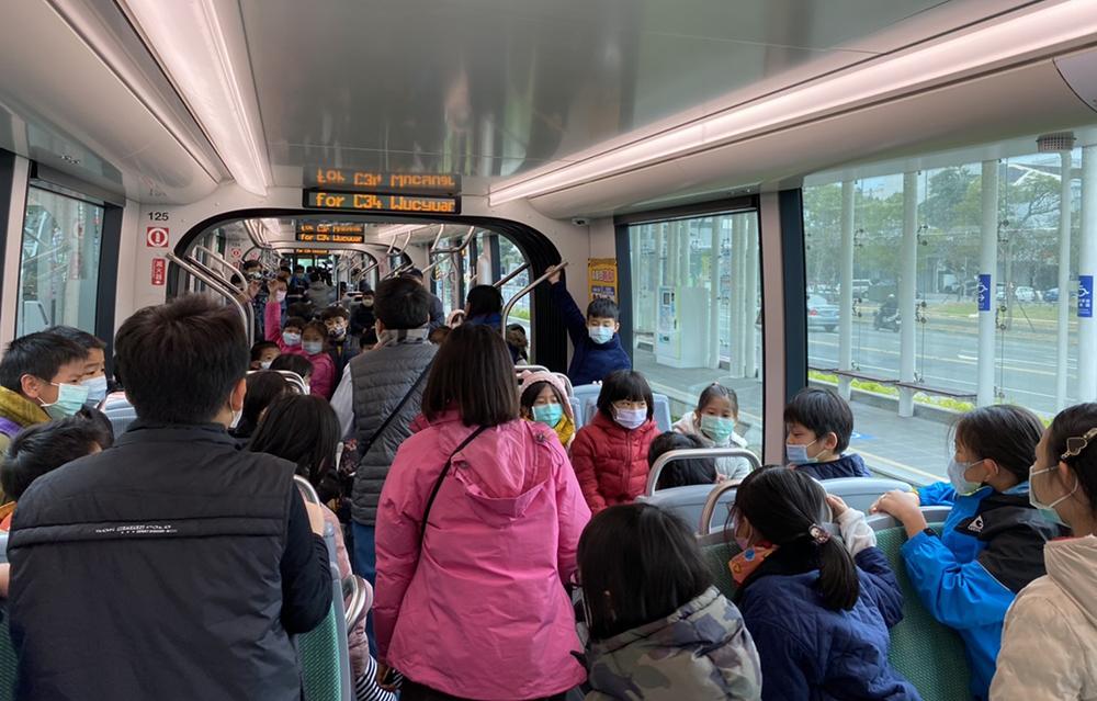 輕軌大環南段自1月中旬開放試營運。(圖片提供/高雄市政府捷運工程局)