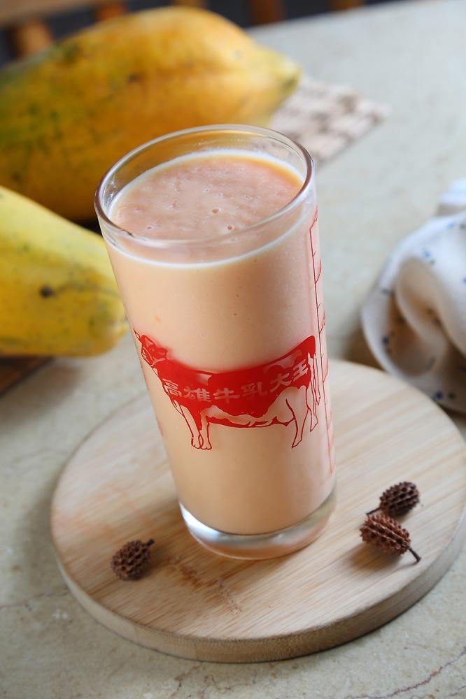 使用最高品質的新鮮牛乳和高雄熟成木瓜,做成風靡數個世代的木瓜牛奶。(攝影/Carter)