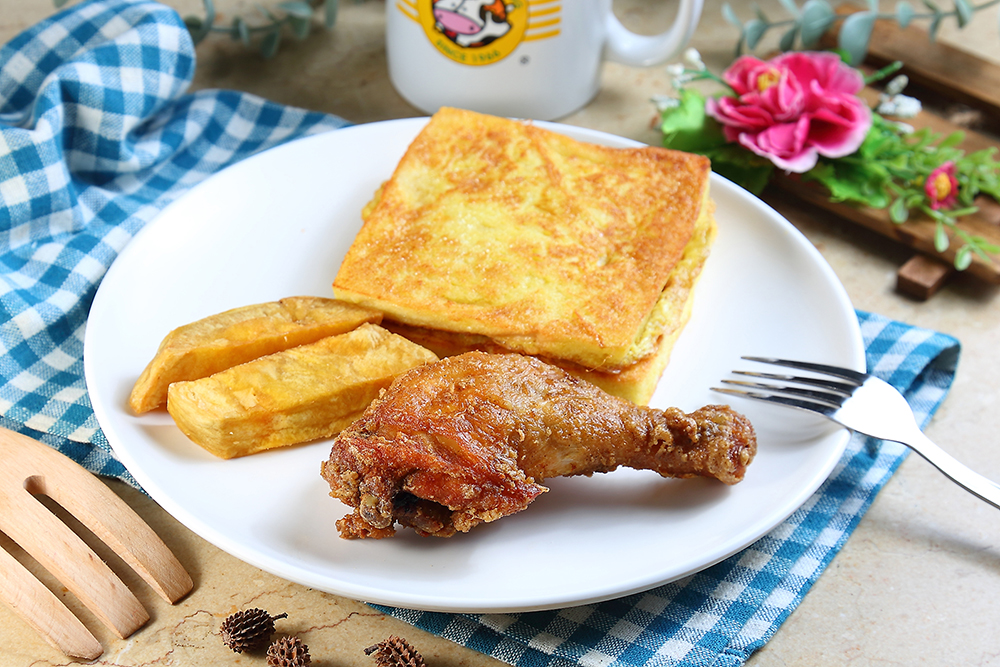 招牌餐點炸雞和法國吐司延續50年前配方,是回憶裡的美好滋味。(攝影/Carter)
