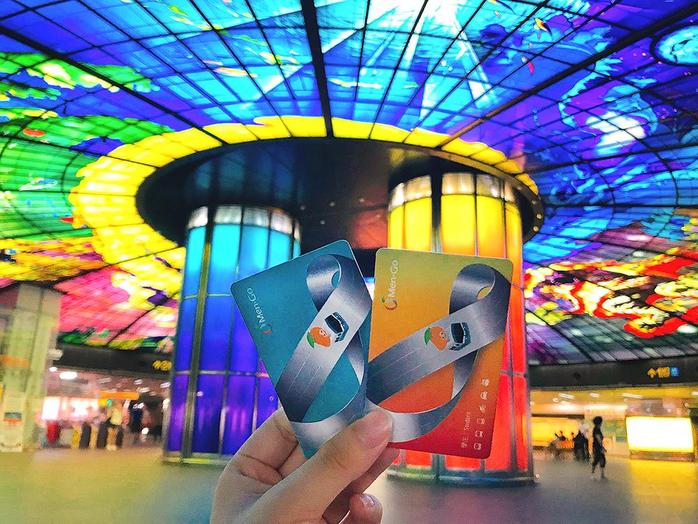 採月票方式計費的MeN Go卡,整合了高雄市捷運、公車、輕軌、渡輪、YouBike 2.0五大公共運具。(圖片提供/高雄市捷運(股)公司)