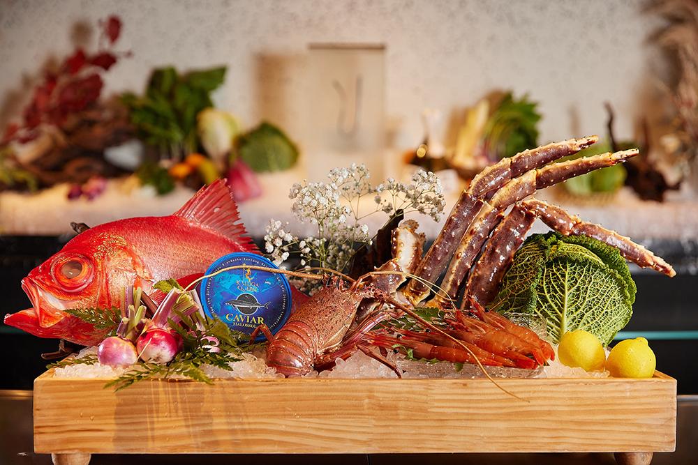 Ukai-tei鐵板燒精選各類活海鮮及山野珍饈,主廚親自尋訪台灣當季最佳食材,原汁原味呈現 UKAI 料理精髓。(圖片提供/Ukai-tei)