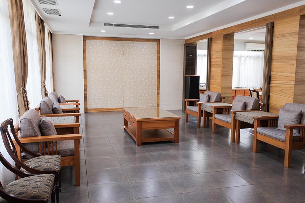 一樓會客起居空間,可以做為座談會等活動場地。(攝影/李瑰嫻)