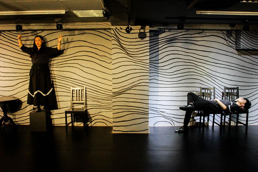 排練場兼劇場空間小巧,在道具與燈光的創意發揮下,展現出多元面貌。(圖片提供/響座劇場)