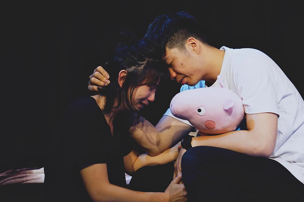 劇團主創黃琦勝(右)身兼演員、導演與劇作家,帶領劇團成員成立高雄在地劇團。(圖片提供/響座劇場)