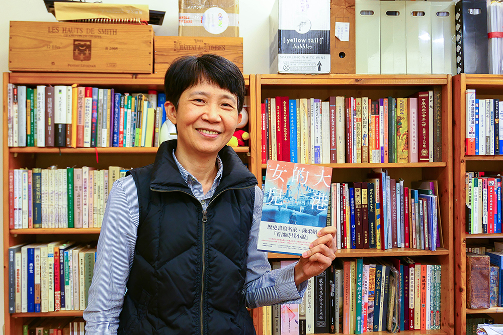 《大港的女兒》是得獎作家陳柔縉第一本時代小說。(攝影/李瑰嫻)