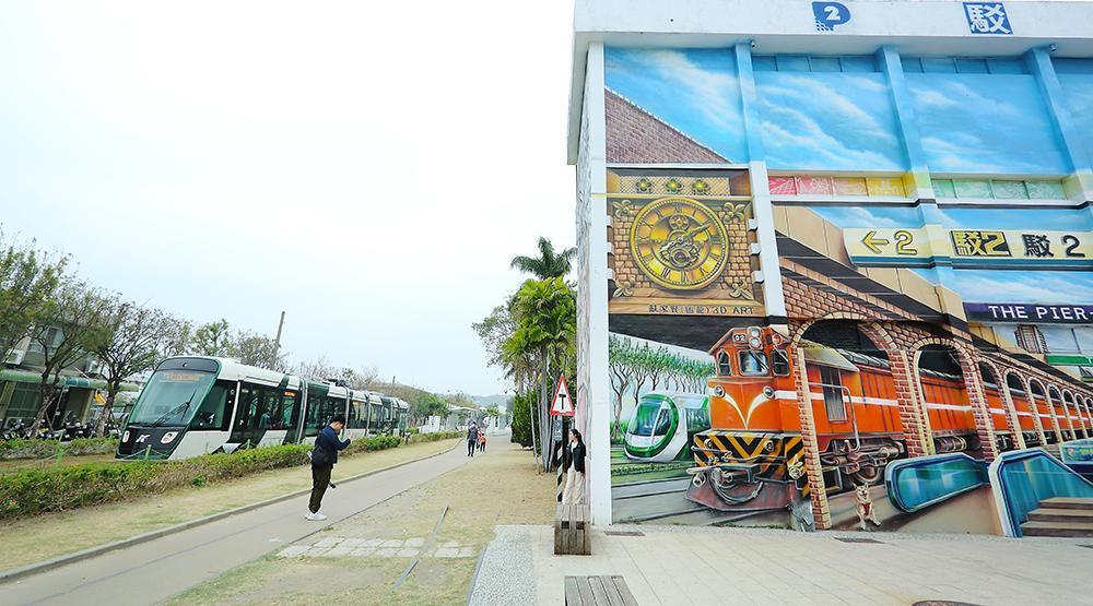 高港候工室透過市府規劃,將結合駁二藝術特區與大港橋,將舊碼頭再造為高雄人休閒娛樂和歷史教育的新去處。(攝影/Carter)