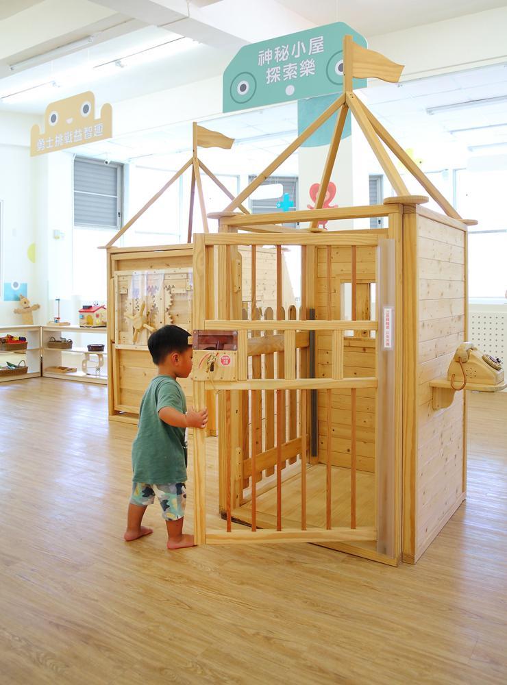 神祕小屋讓孩子自由開啟鑰匙,玩躲迷藏遊戲。(攝影/Carter)