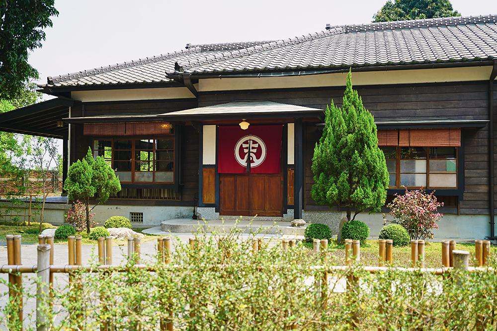 「吉照故里茶道院」是80年歷史的獨棟日式檜木建築,結合日式茶道訴說橋仔頭的故事。(攝影/Cindy Lee)