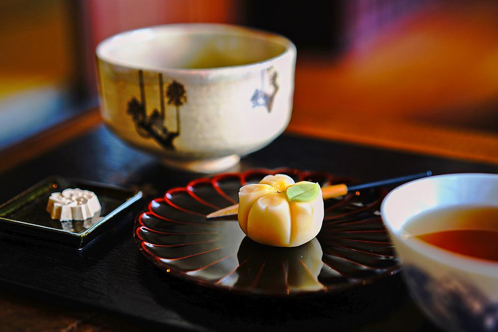 日本節氣中,「山吹」代表風光明媚的春季,帶著些許橘色調的金黃在4月天燦爛綻放,化成舌尖上細緻綿密、甜而不膩的百香果酸香。(攝影/Cindy Lee)