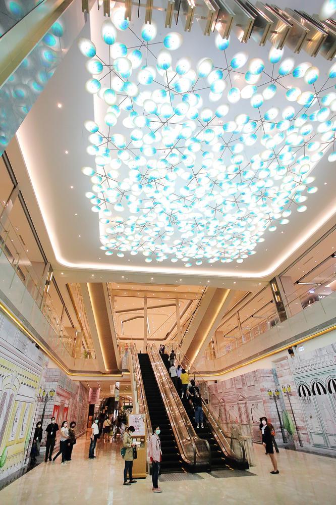 大廳為氣派的挑高空間,寬敞開闊給予顧客尊榮感。(攝影/Carter)
