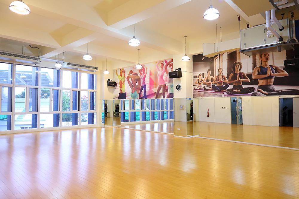 運動中心規劃多功能教室、有氧教室及舞蹈教室等,並有眾多課程供選擇。(攝影/Carter)