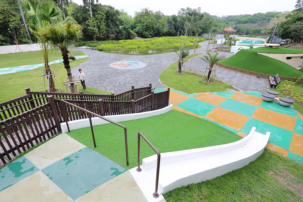 市府與自來水公司攜手,將占地超過0.6公頃的騎馬場,改建為全國最大的迷宮花園。(攝影/Carter)