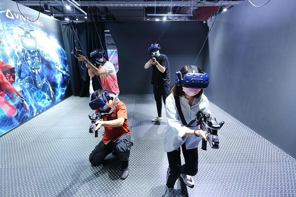 提供民眾體驗的無線VR多人連線遊戲,在HTC 5G專網環境下,透過搭配邊緣運算與串流技術, 實現去主機以及不受拘束的體驗。(攝影/Carter)