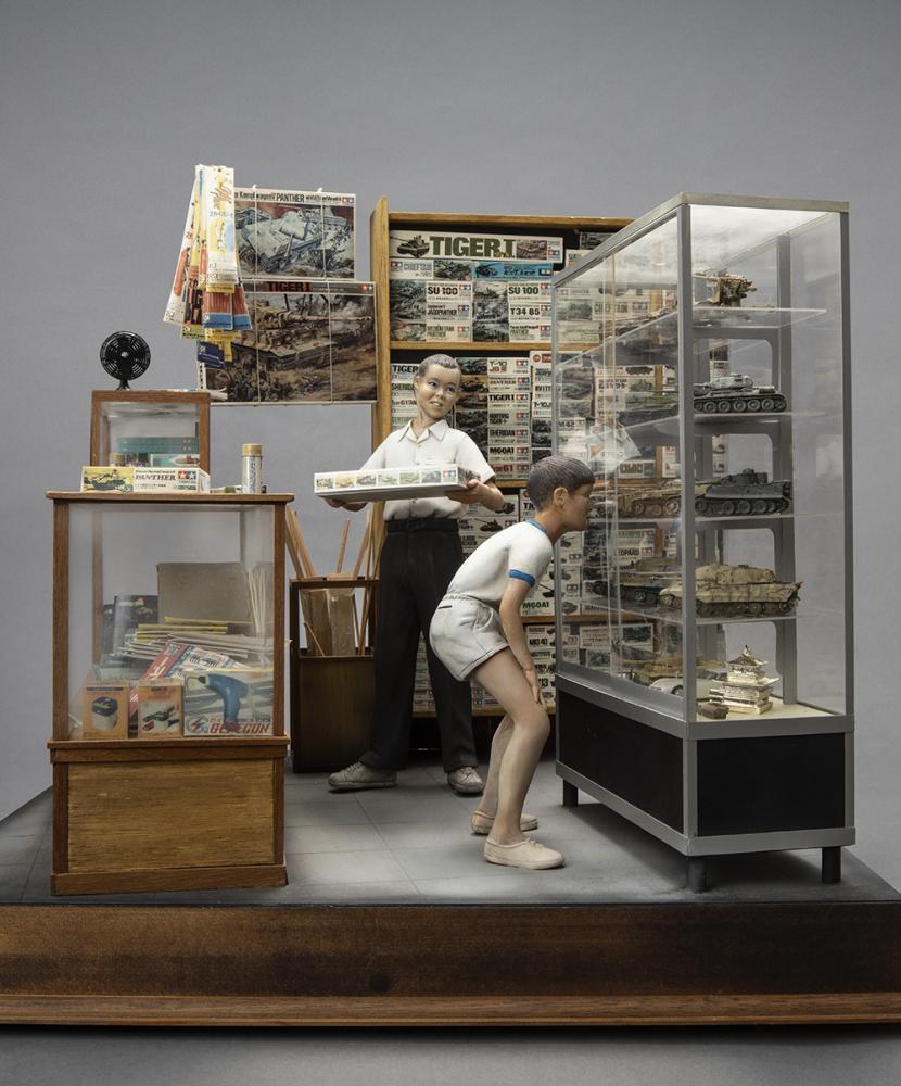 《模型少年的日常》作品與海洋堂的世界坦克博物館系列(World Tank Museum)合作,模型主角就是山田老師的縮影,重新回憶自己第一次進到模型店欣賞作品的欣喜與感動。(圖片提供/聯合數位文創)
