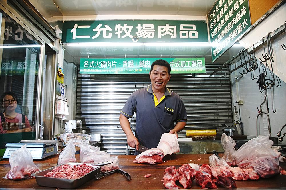 仁允牧場在九曲堂公有市場裡的豬肉舖。
