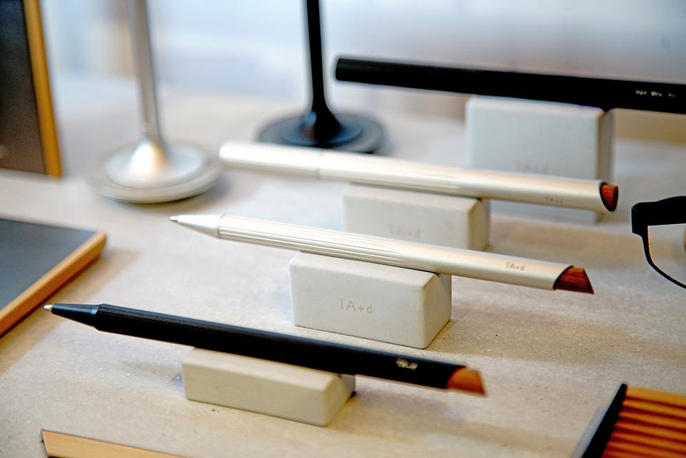 燻竹書寫是一系列臺灣竹材的工藝表現,意在傳遞品牌理念Be Close to Nature,包含素材自然,使用自然,可以成為生活中自然而然的用品。(攝影/曾信耀)
