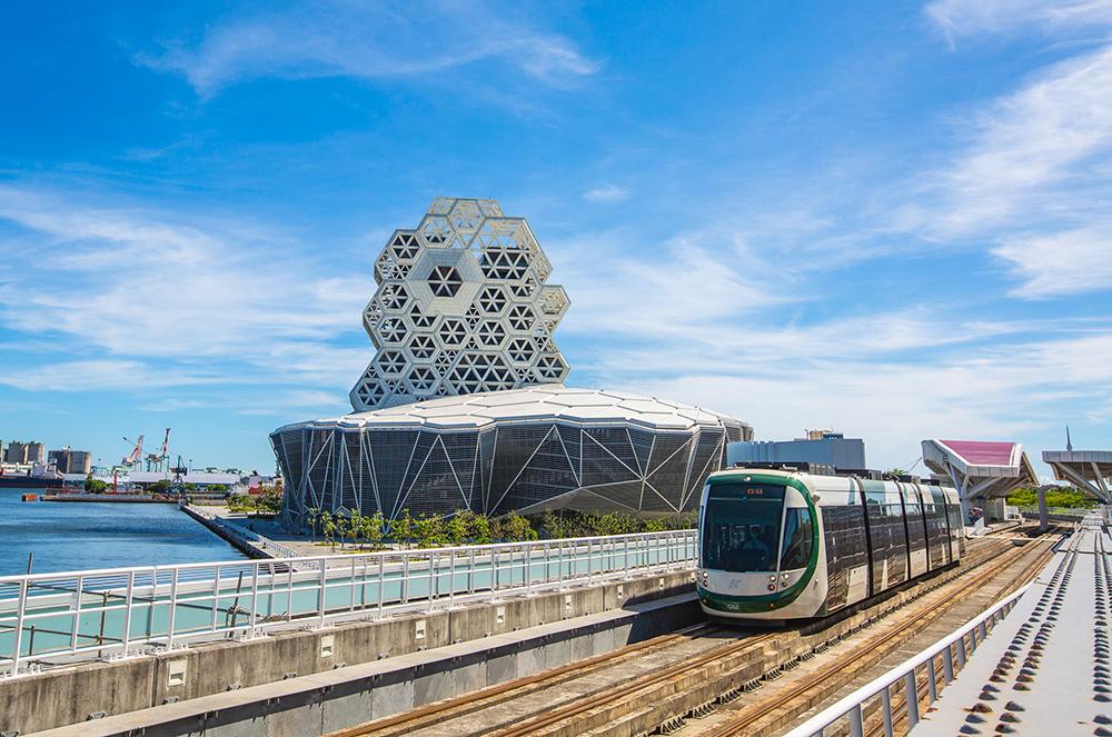 高捷黃線與環狀輕軌匯集,提供亞洲新灣區多元化公眾運輸選項。(攝影/黃敬文)