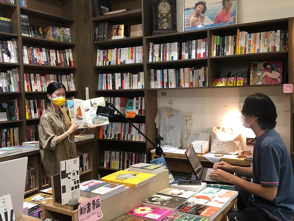 高市文化局邀請在地書店踴躍提案,防疫期間推線上讀冊,書市閱讀不打烊。(圖片提供/高雄市政府文化局)