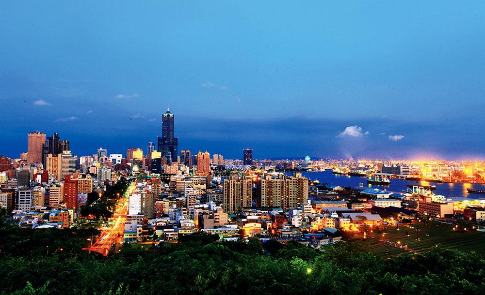 從小港區的大坪頂可俯瞰85大樓、中鋼大樓等高雄地標,夜晚華燈初上更是璀璨動人。(攝影/曾信耀)