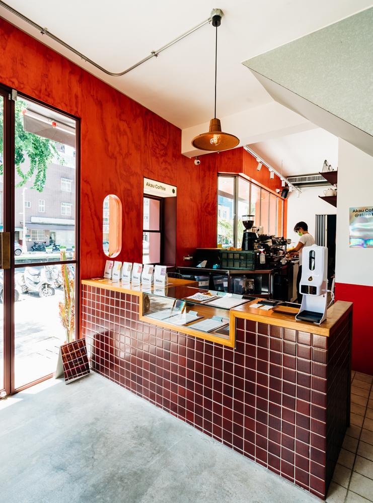 品牌名稱從屏東古名「阿猴」做發想,猻物咖啡在高雄國軍英雄館旁開設新風格的外帶專門店。(攝影/陳建豪)
