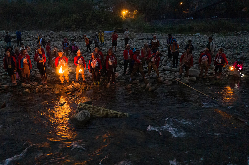 卡那卡那富族感謝天神美好的創造以及這條溪流對族人的養育,同時也祈求豐收平安,因而發展出特有的河祭祭典。(圖片提供/高雄市立歷史博物館)