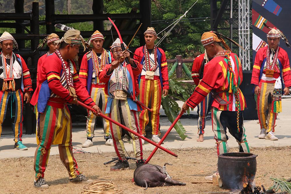 美瓏社聖貝祭一連舉辦6天,排剪、塔蠟袷、雁爾社則辦理5天,各社之間的儀式內容和服飾也有不同。(圖片提供/高雄市拉阿魯哇族文教協進會)