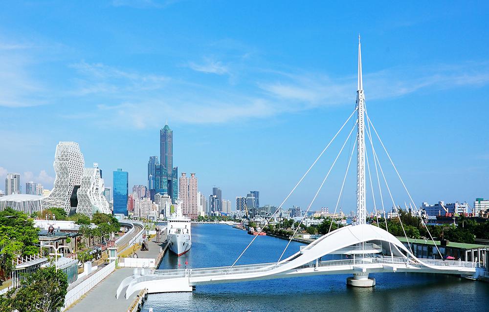 山海河港建設的蓬勃,看見高雄嶄新的城市風貌。(攝影/Carter)