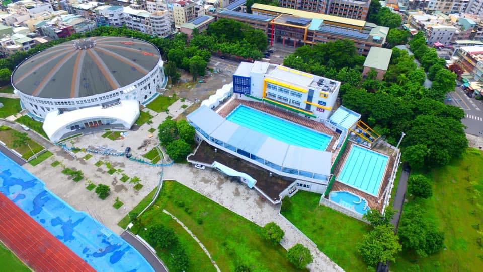 鳳山運動園區是高雄市首座市民運動中心,讓市民擁有優質的運動休閒空間。(提供/高雄市政府運動發展局)