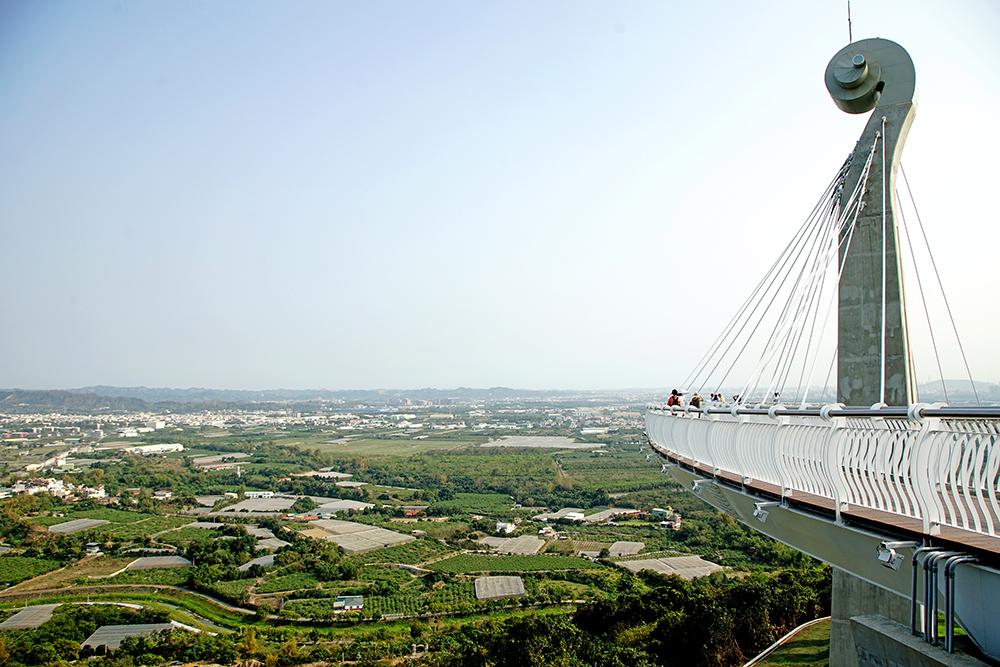漫步天空廊道可遠眺大高雄美景。
