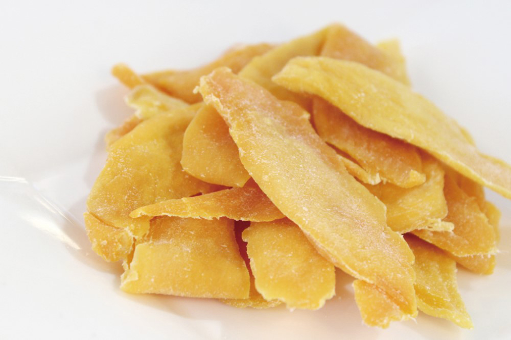 以新鮮芒果製作的果乾沒有加任何一滴糖,吃起來的口感非常清甜,味道掛保證。(圖片提供/高雄市政府農業局)