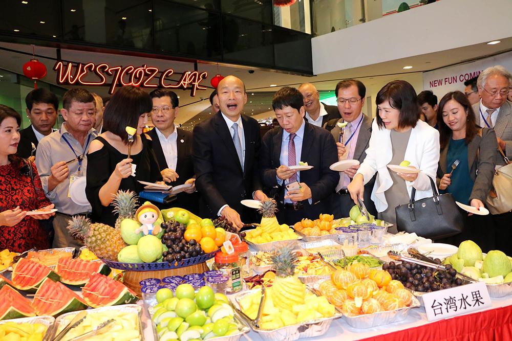 今年2月下旬韓國瑜市長出訪星馬,鳳荔酥是必帶的伴手禮之一。
