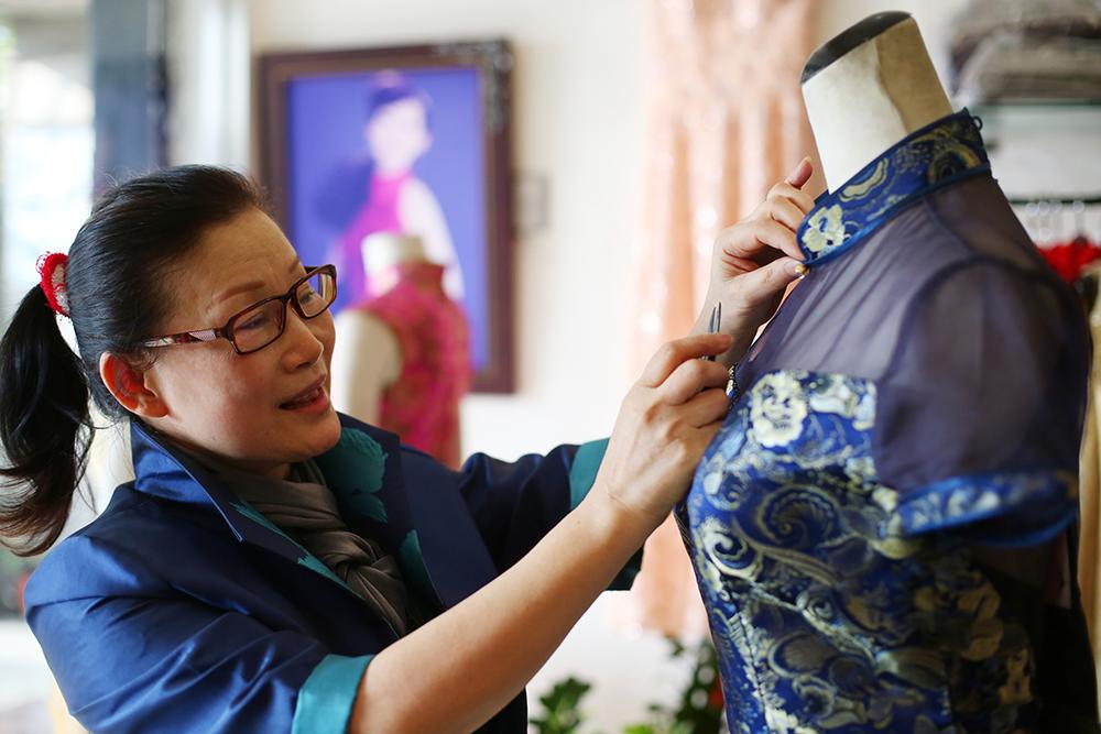 雲賞旗袍創始人林彩雲親自監製每件旗袍。