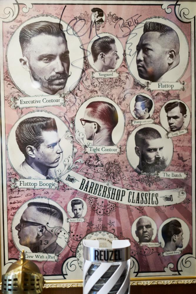 珍藏大師簽名的海報,各種髮型都有擁護者。