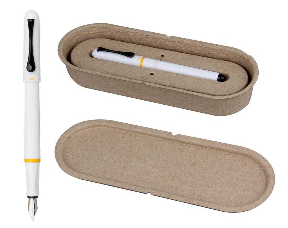 費時一年多研發的黑琵鋼筆,有環保永續再生、綠色文具的製作概念。